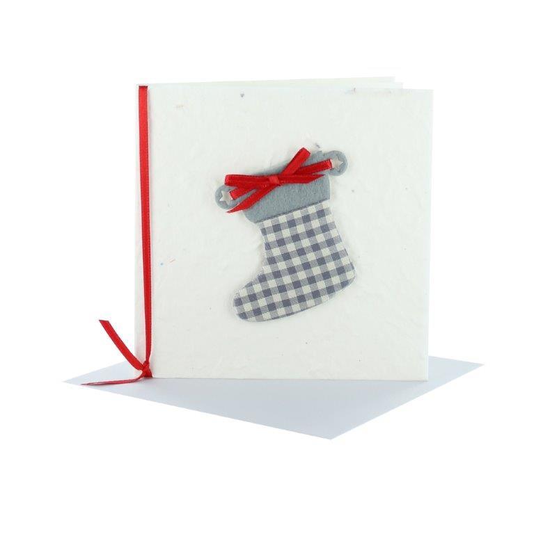 Grußkarten Weihnachten Quadratisch creme mit Stiefel aus Stoff und Schleife rot